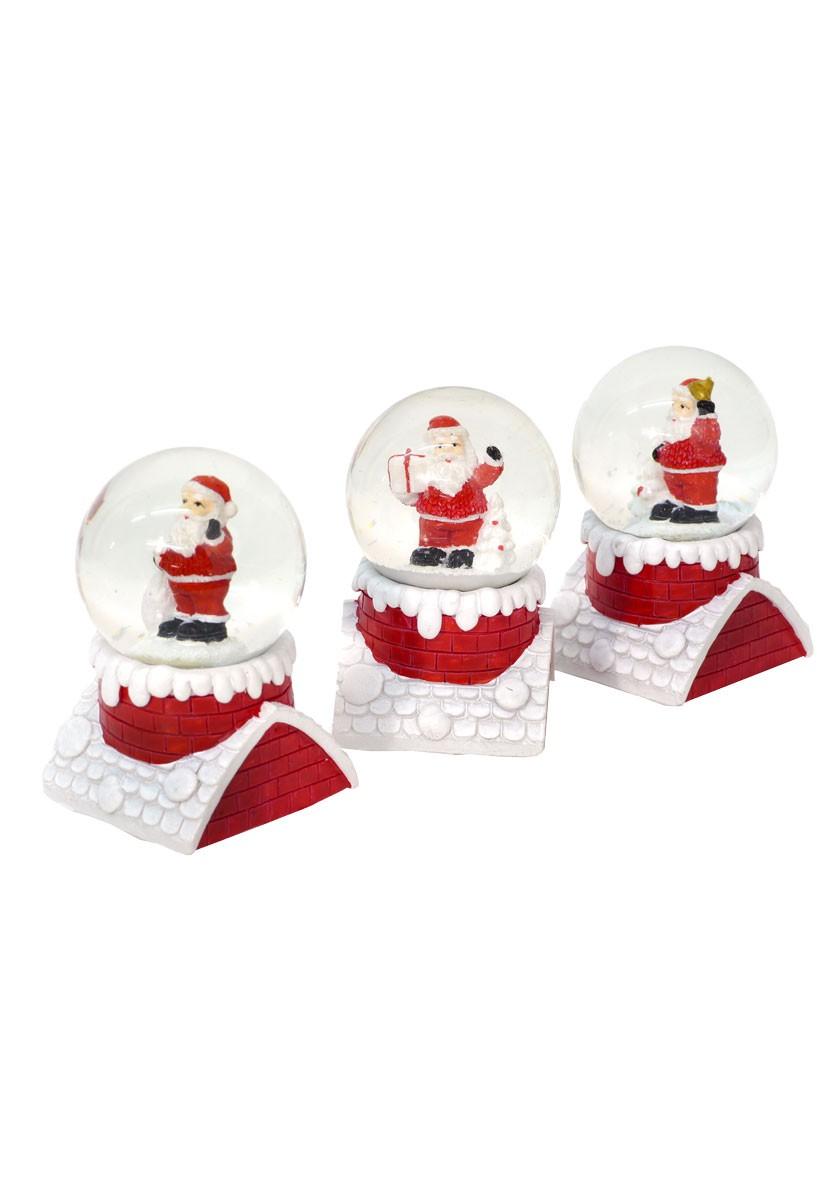 Weihnachtliche schneekugel weihnachtsmann auf roten for Weihnachtliche gartendekoration