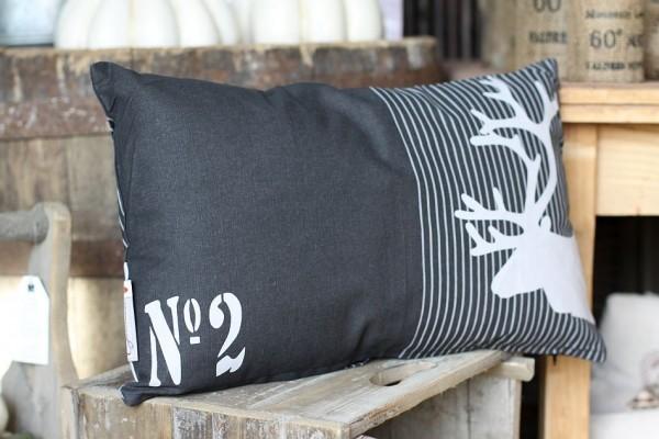 kissen mit f llung hirsch schwarz wei. Black Bedroom Furniture Sets. Home Design Ideas